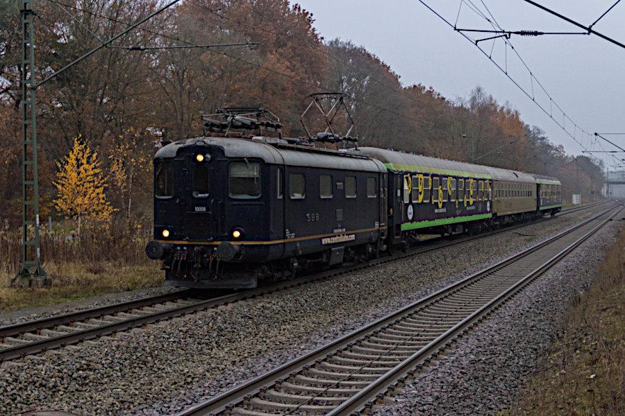 Centralbahn 10 008 fährt mit dem Eurostrand-Sonderzug in den Bahnhof Lauenbrück ein.