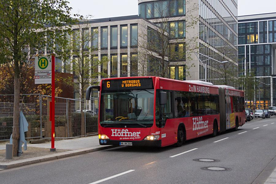 HHA 7839 auf der Metrobus-Linie 6 an der Haltestelle Am Dalmannkai.