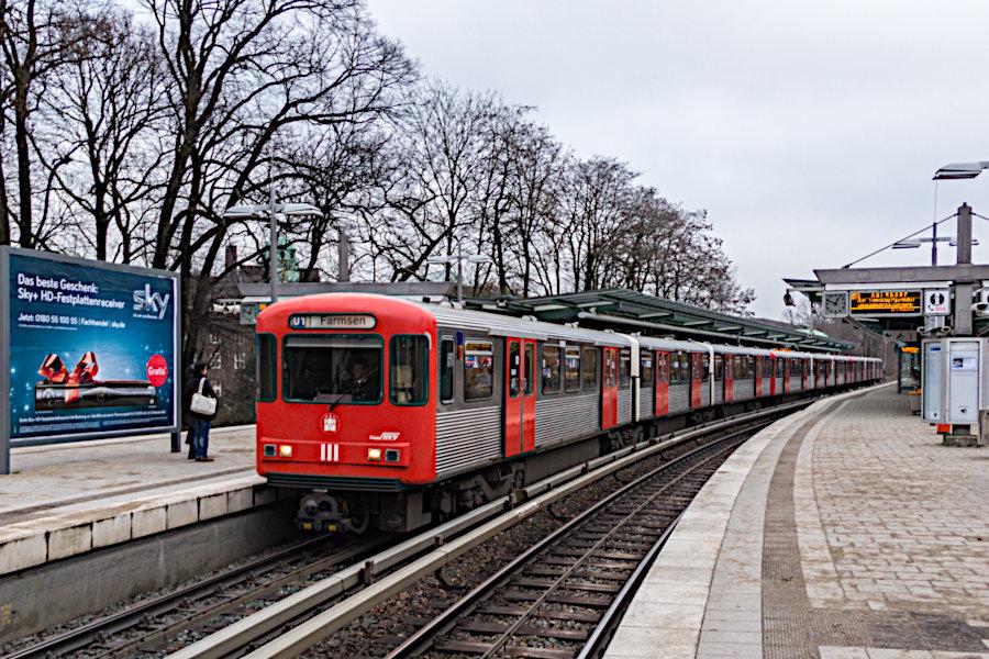 DT 3 LZB 926, 925 und 924 auf der Linie U1 in der Haltestelle Kellinghusenstraße.