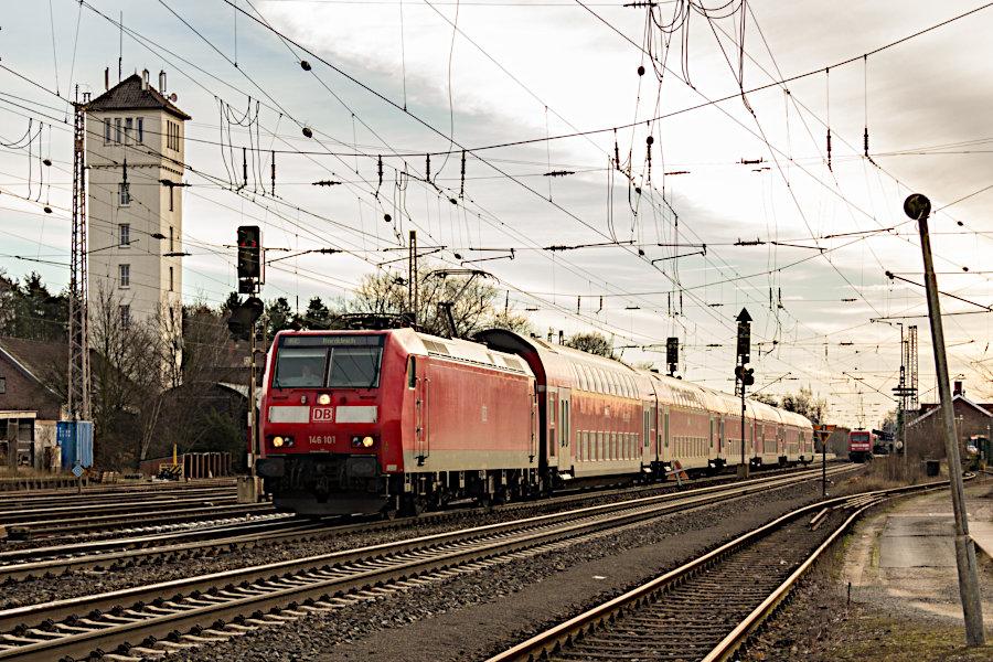 146 101 mit einem RE nach Norddeich bei der Ausfahrt aus dem Bahnhof Verden (Aller).