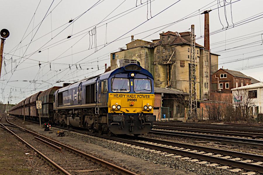 HHPI 29001 (266 461) mit Kohlezug durchfährt den Bahnhof Verden (Aller).