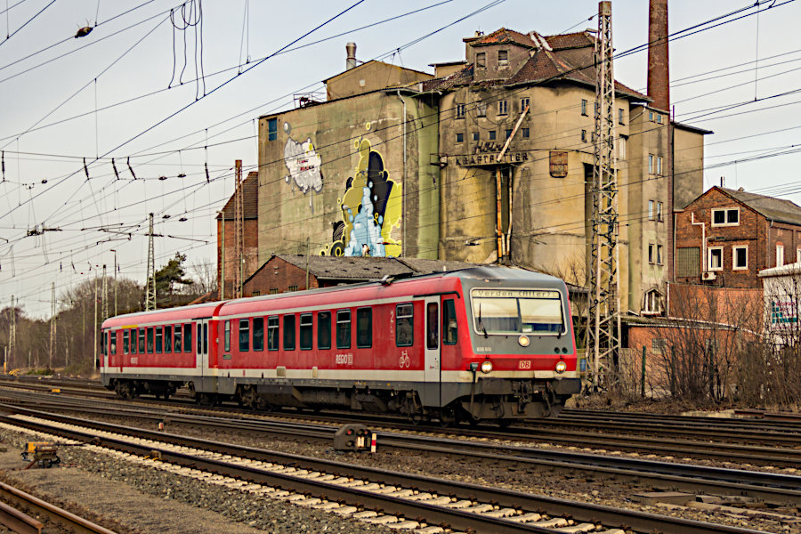 628 616 und 928 616 als RB bei der Einfahrt in den Bahnhof Verden (Aller).