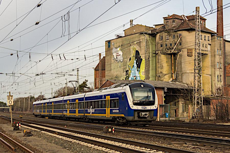 ET 440 220 der NWB als Regio-S-Bahn RS 1 bei der Einfahrt in den Bahnhof Verden (Aller).