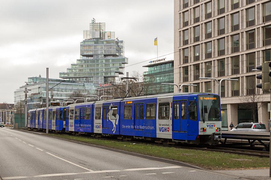 üstra Tw 6000 6160 und 6170 an der Endhaltestelle Aegidientorplatz.