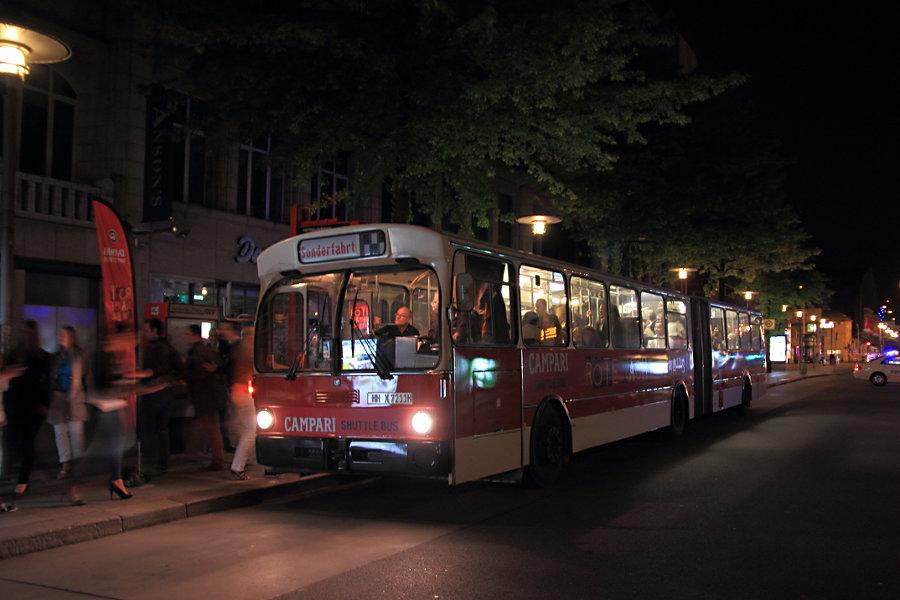 HOV (ex HHA) 7211 an der Haltestelle Hauptbahnhof/Mönckebergstraße während der
