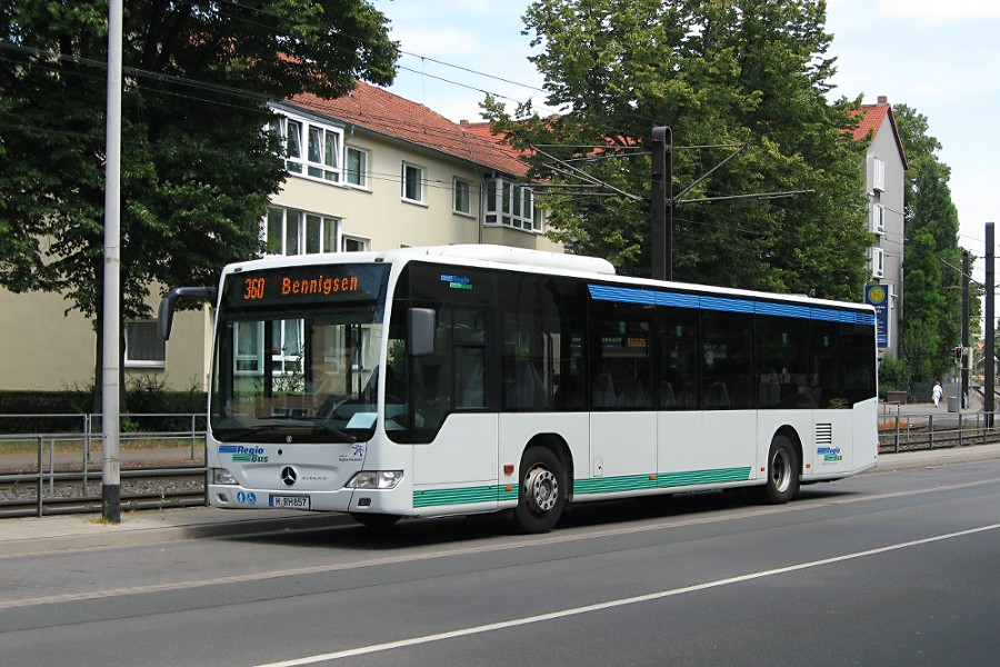 RegioBus H-RH 857 an der Haltestelle Wallensteinstraße.