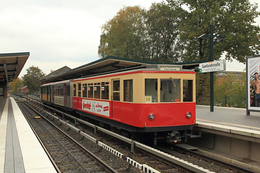 Die Triebwagen TU1 8838, TU2 8792 und T6 220 während des 13. Verkehrshistorischen Tags in der Haltestelle Saarlandstraße.