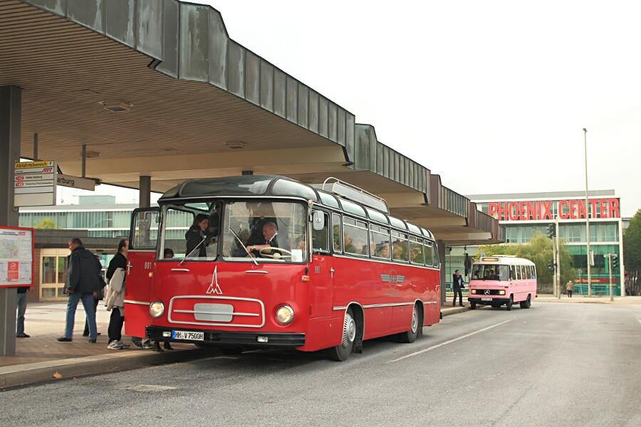 VHH 819 und PVG 249 während des 13. Verkehrshistorischen Tags auf der Omnibusanlage Bf. Harburg.