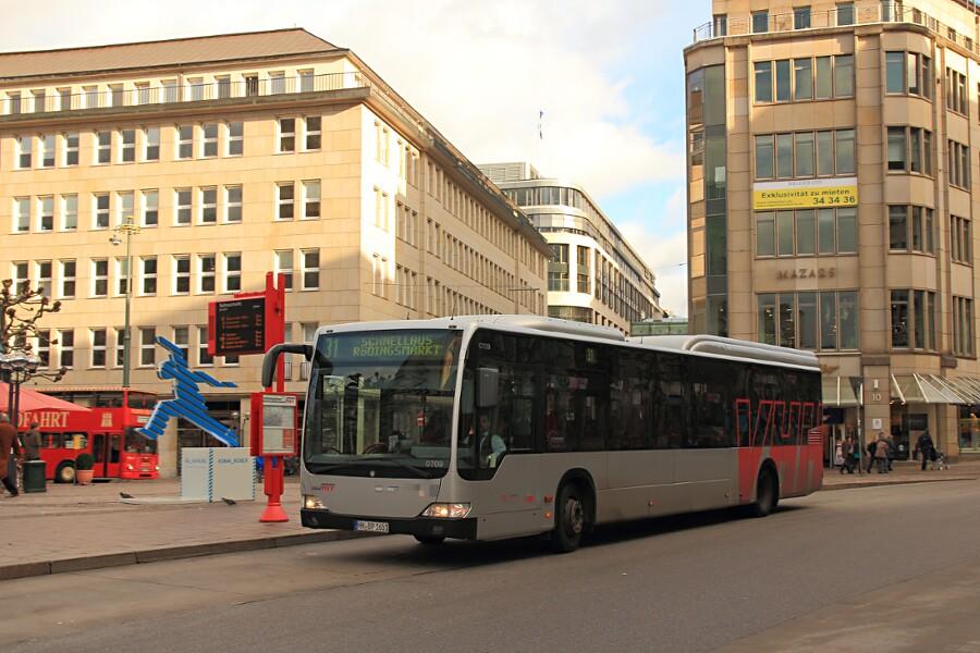 VHH 0709 auf der Linie 31 an der Haltestelle Rathausmarkt.