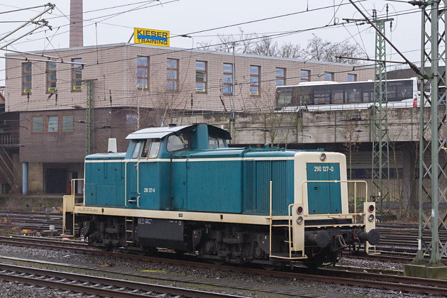 290 127 abgestellt im Bahnhof Hamburg-Harburg.