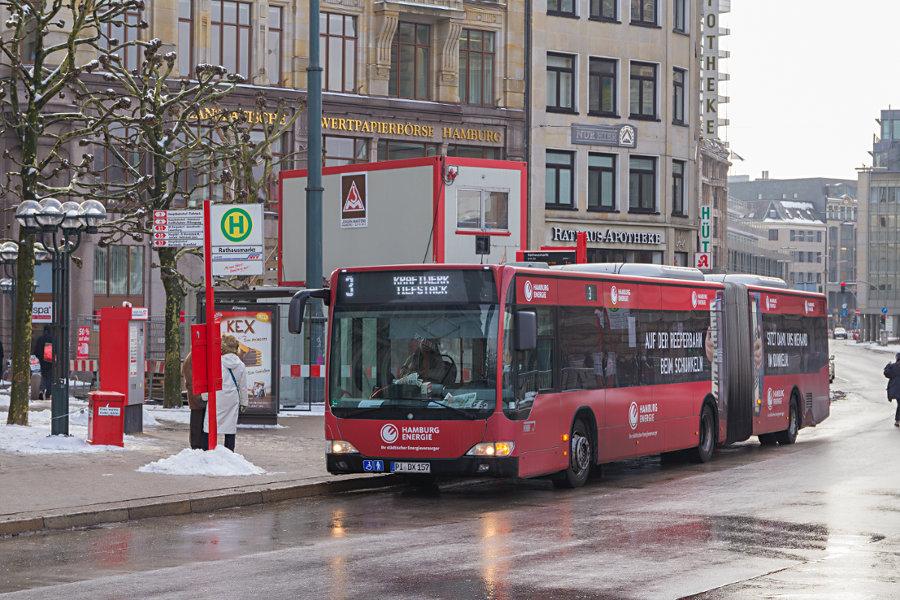 VHH 1252 auf der Linie 3 an der Haltestelle Rathausmarkt.