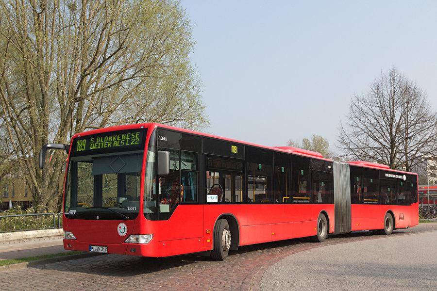 KViP 1341 im Gelenkbusüberliegebereich der Haltestelle S Wedel.
