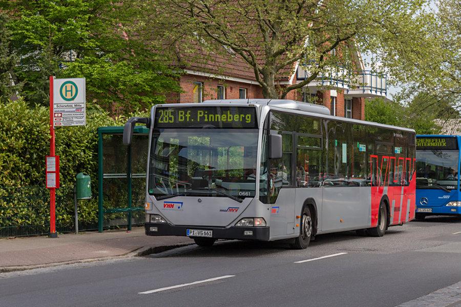 VHH 0661 auf der Linie 285 an der Haltestelle Schenefeld (Mitte).