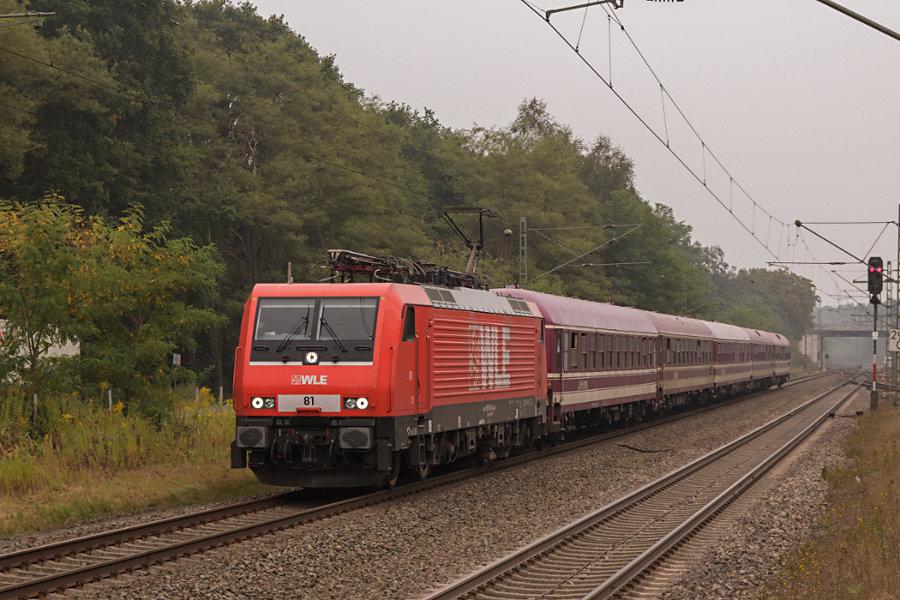 189 801 (WLE 81) durchfährt mit einem Sonderzug den Bahnhof Lauenbrück.