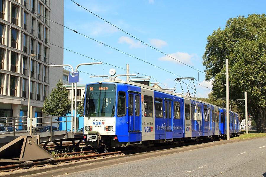 6160 und 6170 auf der Linie 10 in der Stadtbahn-Haltestelle Aegidientorplatz.
