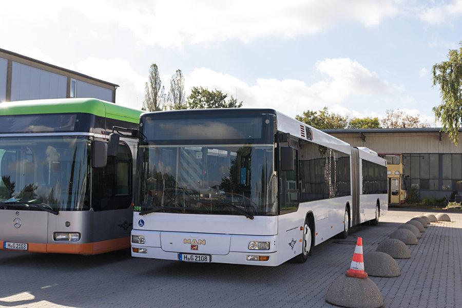 Hartmann 2103 und 2108 auf dem Hartmann-Betriebshof Alter Flughafen.