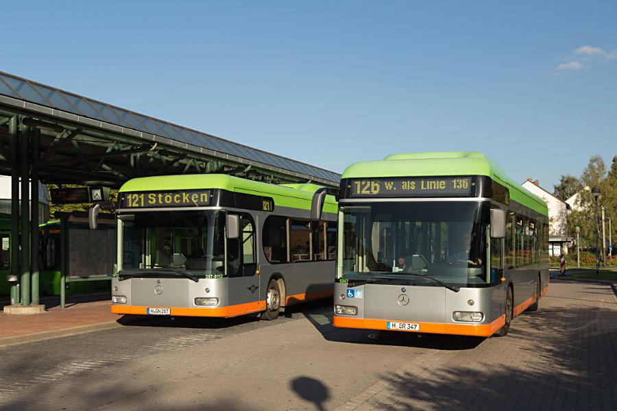 Hartmann 287-9112 und üstra Reisen 9347 auf der Omnibusanlage Stöcken.