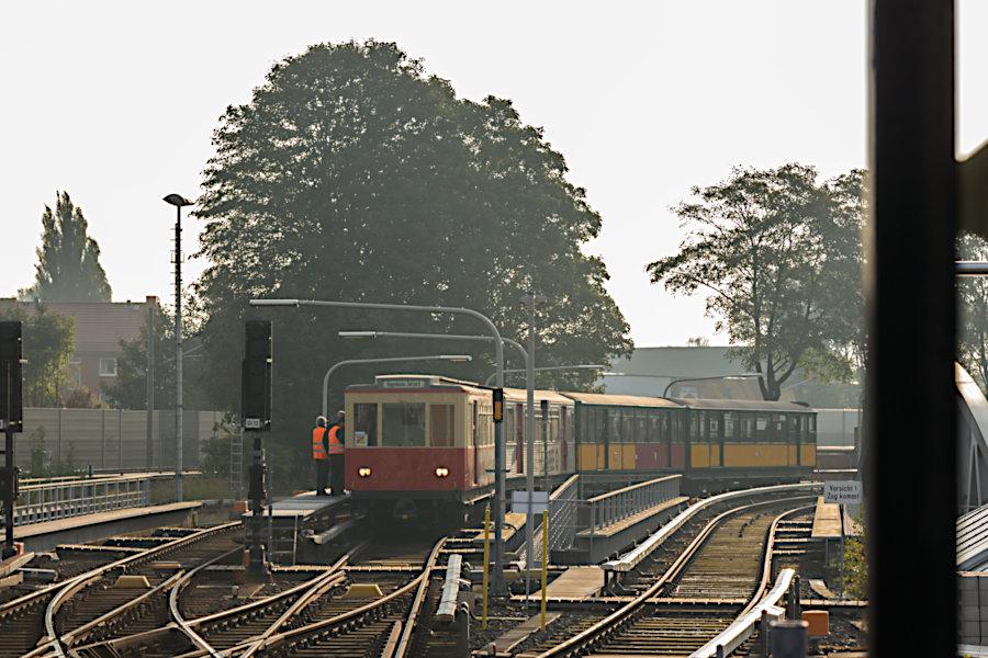 Die U-Bahn Wagen TU1 8838, TU2 8762, T1 11 und T6 220 in der Abstellanlage Barmbek.