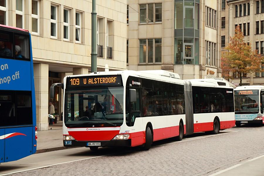 HHA 7153 auf der Linie 109 an der Haltestelle Rathausmarkt.