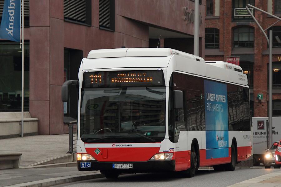 HHA 1144 auf der Linie 111 an der Haltestelle Malgellan-Terrassen.