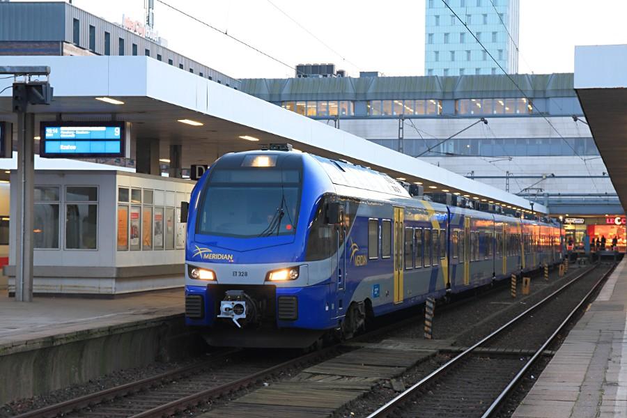 ET 328 der BOB als Ausleihe der nordbahn zum Betriebsstart im Bahnhof Hamburg-Altona.