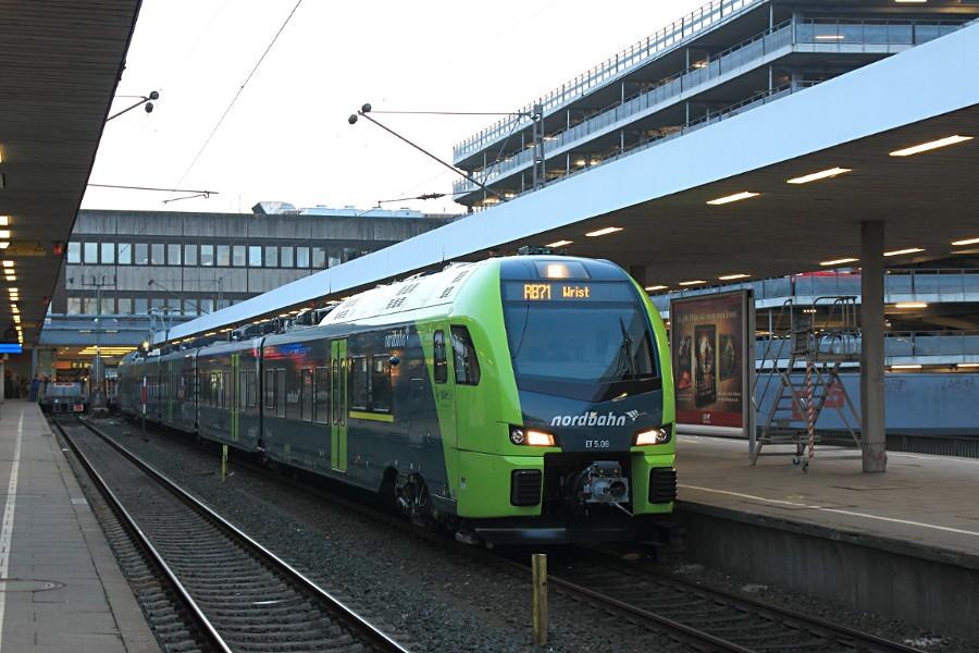 ET 5.06 der nordbahn im Bahnhof Hamburg-Altona.