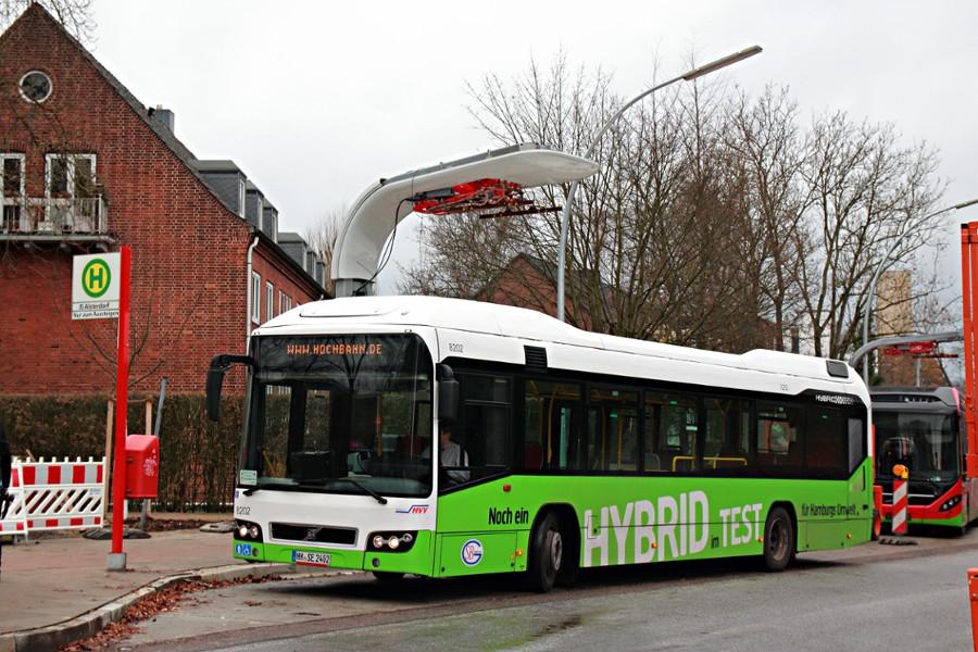 SBG 8202 auf der Linie 109 an der Haltestelle U Alsterdorf.