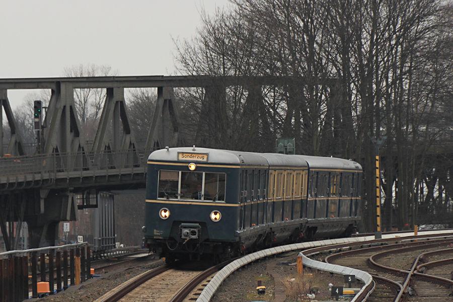 ET 171 082 des HiSH auf seiner letzten Fahrt vor der anstehenden HU bei der Einfahrt in den Bahnhof Barmbek.