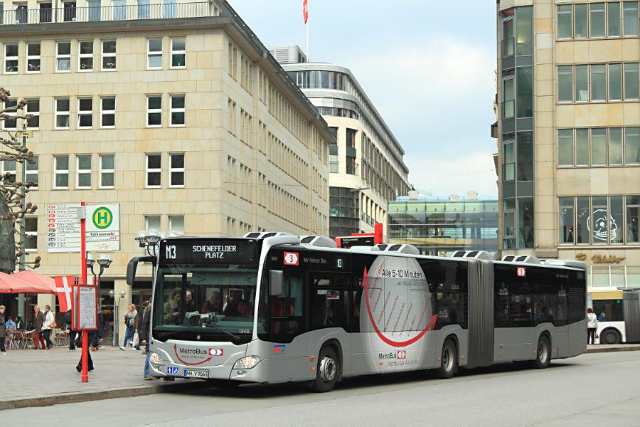 VHH 1360 auf der Linie M3 an der Haltestelle Rathausmarkt.