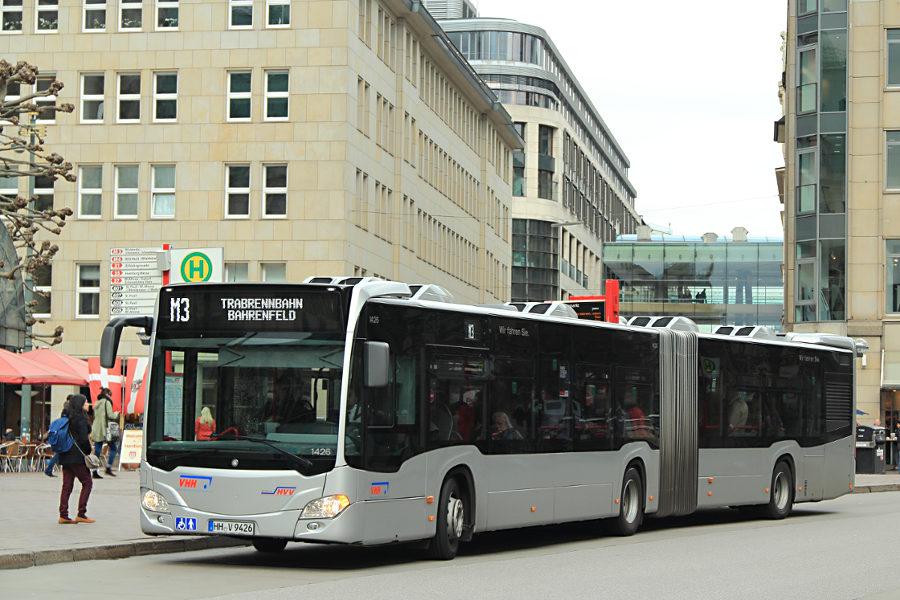 VHH 1426 auf der Linie M3 an der Haltestelle Rathausmarkt.