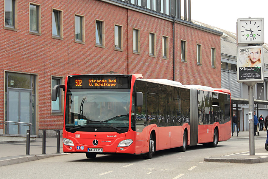Autokraft 714 an der Haltestelle Kiel Hauptbahnhof.