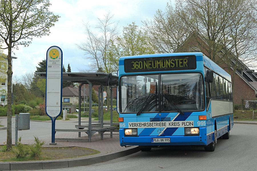 VKP 995 an der Haltestelle Wankendorf, ZOB.
