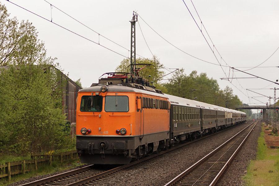 1142 635 durchfährt den Bahnhof Lauenbrück mit ihrem Sonderzug zum 826. Hamburger Hafengeburtstag.