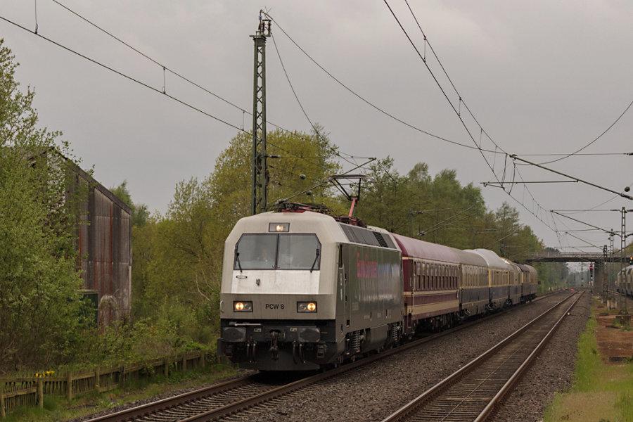 PCW 8 (127 001) durchfährt den Bahnhof Lauenbrück mit ihrem Sonderzug zum 826. Hamburger Hafengeburtstag.