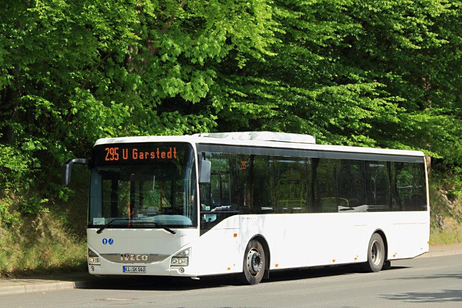 Vineta KI-SK 563 auf dem Pausenplatz der Haltestelle Bf. Pinneberg.