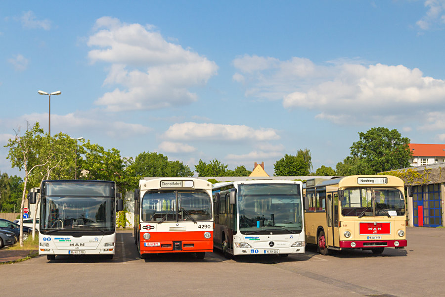 RegioBus H-RH 570, ex BSAG 4290, H-RH 306 und üstra 596 auf dem üstra- Betriebshof Mittelfeld.