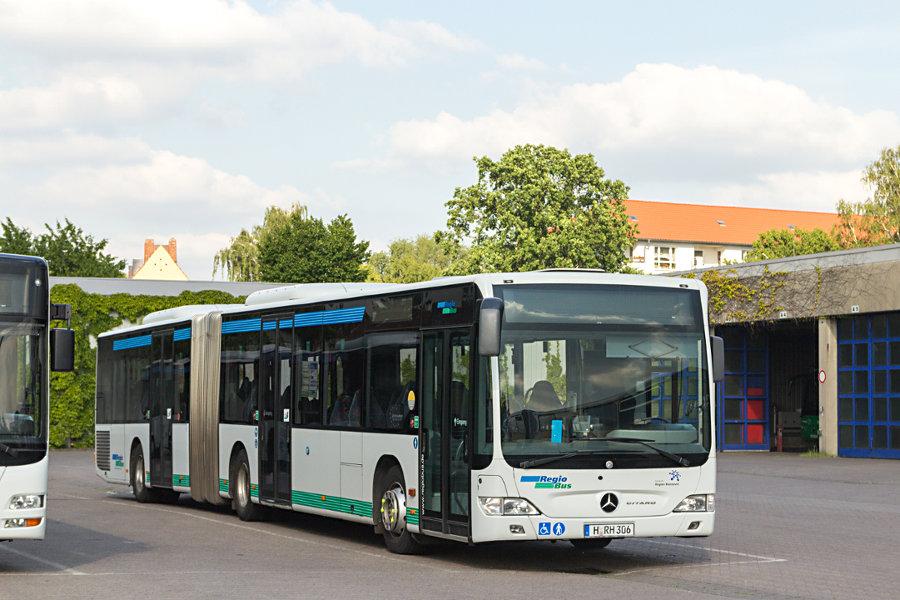 RegioBus H-RH 306 auf dem üstra-Betriebshof Mittelfeld.