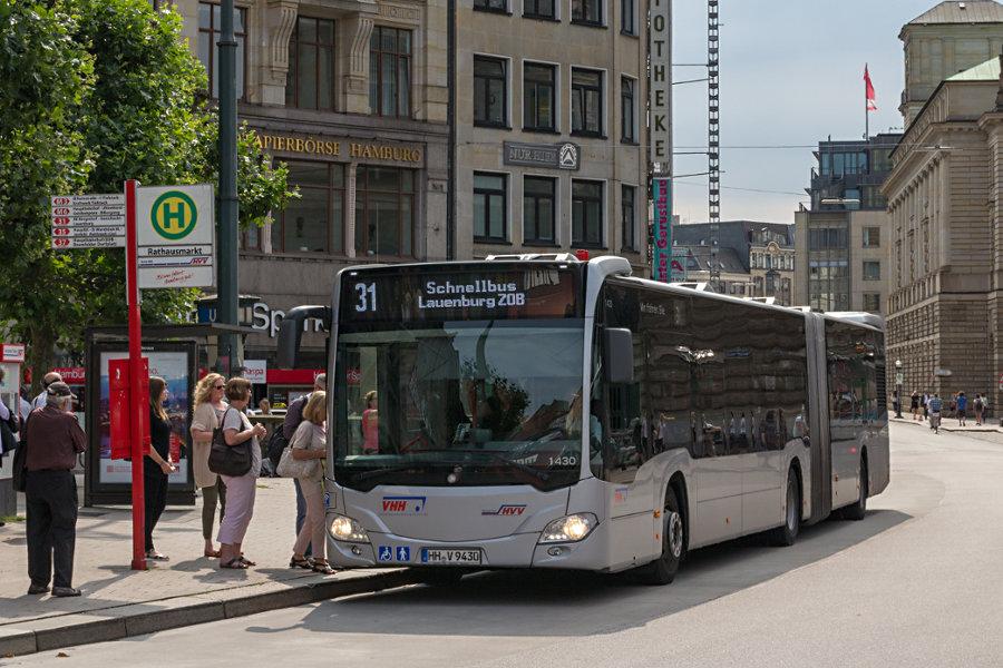 VHH 1430 auf der Linie 31 an der Haltestelle Rathausmarkt.