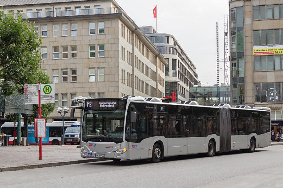 VHH 1423 auf der Linie M3 an der Haltestelle Rathausmarkt.