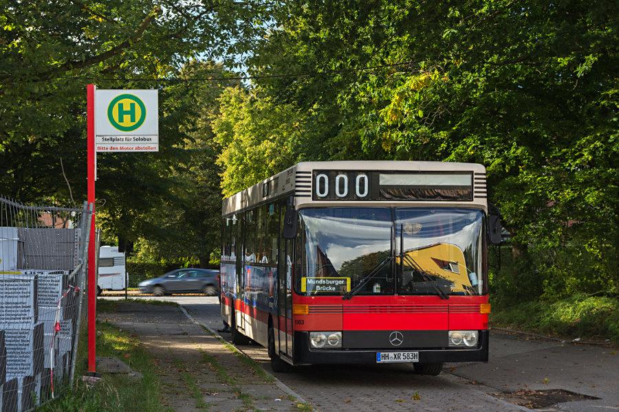 HOV 1983 (ex HHA 1983) an der Überliegehaltestelle Am Damm.