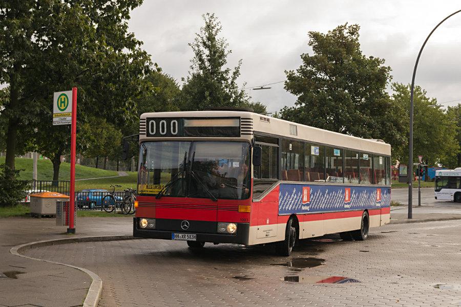 HOV 1983 (ex HHA 1983) auf der Omnibusanlage S Veddel.