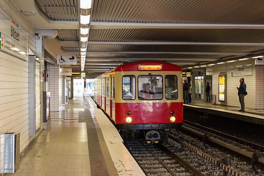 DT 1 516 (Hanseat) in der Haltestelle Billstedt.