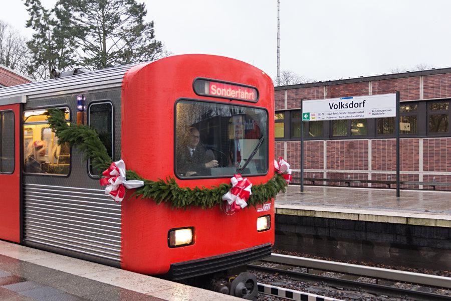 DT 2 Abschiedsfahrt - Halt in der Haltestelle Volksdorf.