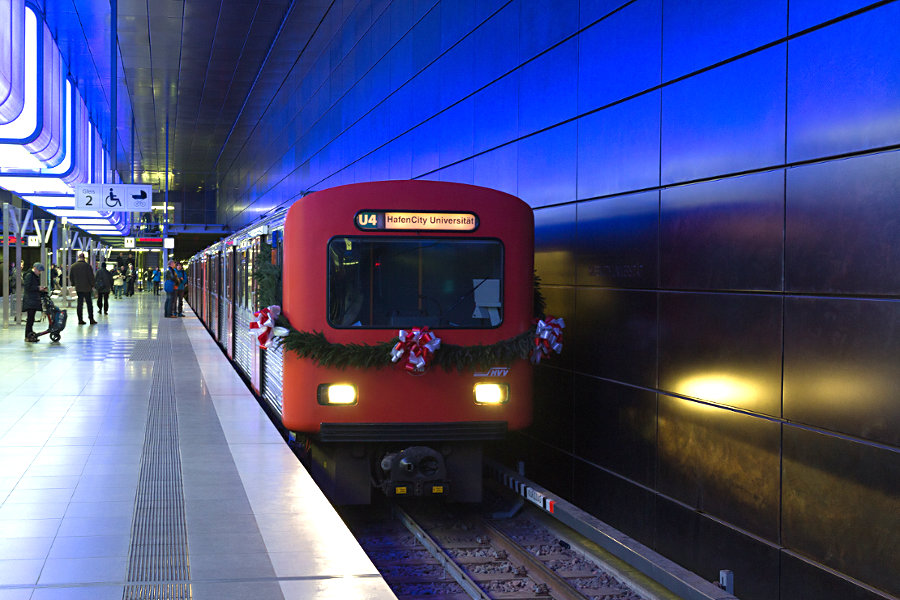 DT 2 Abschiedsfahrt - Halt in der Haltestelle HafenCity Universität.
