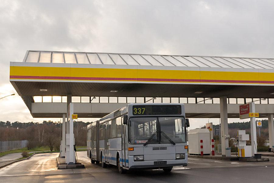 Ex HHA 7743 während der Überführung auf der Raststätte Fläming-Ost.