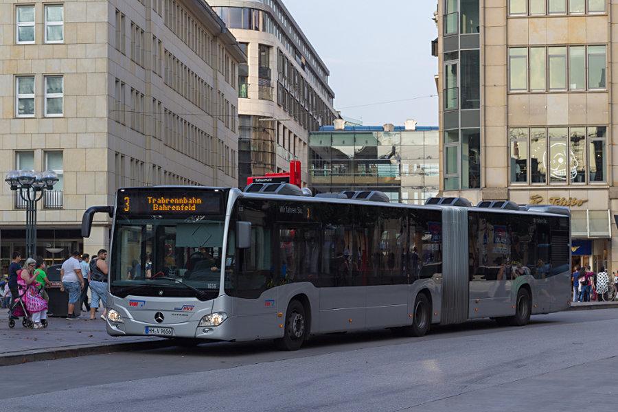 VHH 1656 auf der Line 3 an der Haltestelle Rathausmarkt.