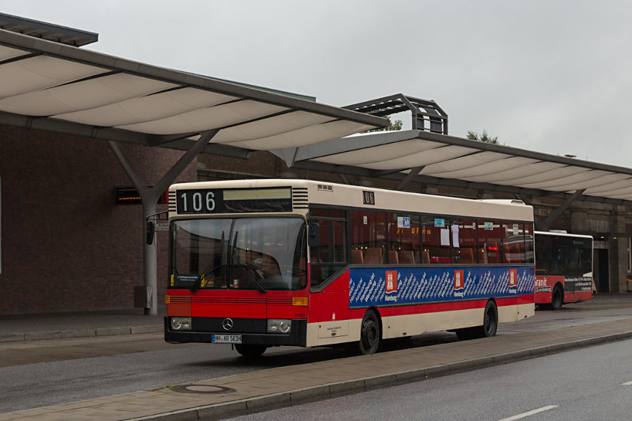 HOV 1983 während des 16. Verkehrshistorischen Tags auf dem Pausenbereich Wiesedamm U/S Barmbek.