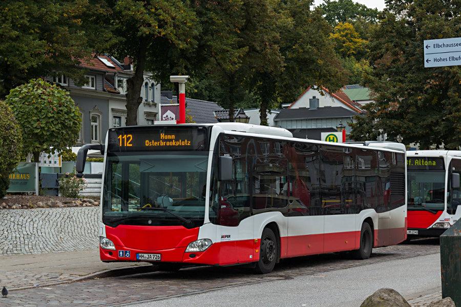 Jasper 8130 auf dem Überlieger der Haltestelle Neumühlen/Övelgönne.