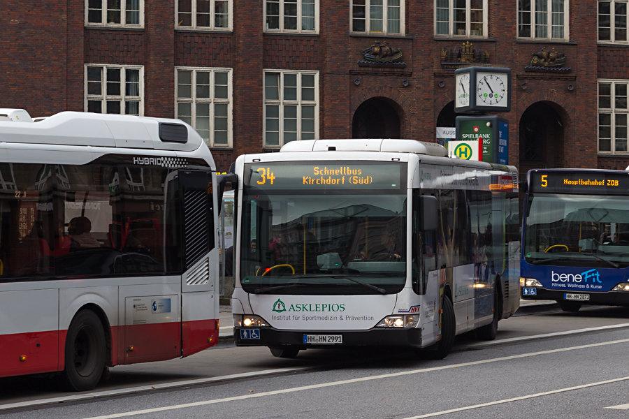 HHA 6931 auf der Linie 34 an der Haltestelle U Gänsemarkt.
