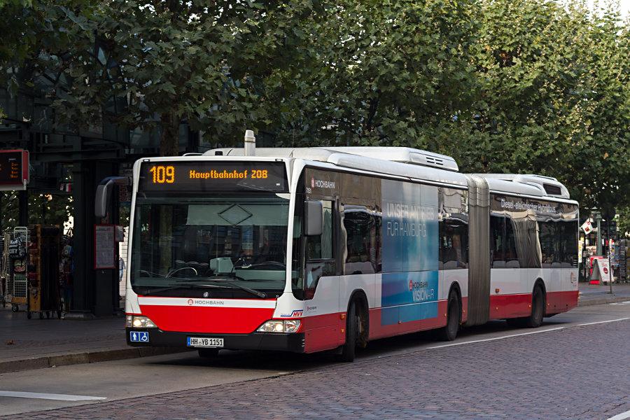 HHA 7151 auf der Linie 109 an der Haltestelle Rathausmarkt.